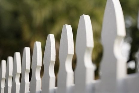 White wooden fence that was installed by our company here in Baton Rouge.